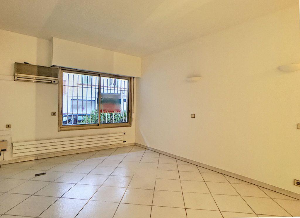 Appartement à vendre 3 23.87m2 à Antibes vignette-5