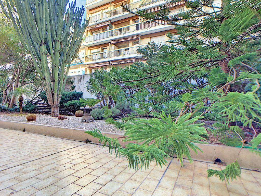 Appartement à vendre 3 23.87m2 à Antibes vignette-6