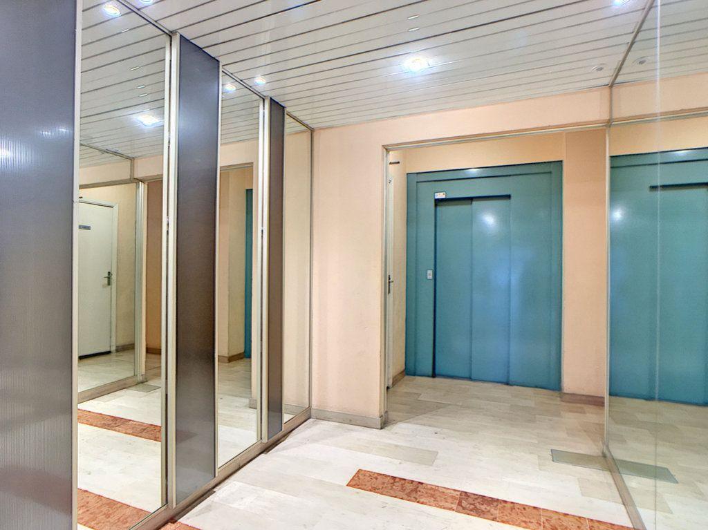 Appartement à vendre 3 23.87m2 à Antibes vignette-7