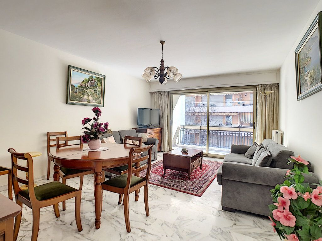 Appartement à vendre 3 73m2 à Juan-les-Pins - Antibes vignette-1