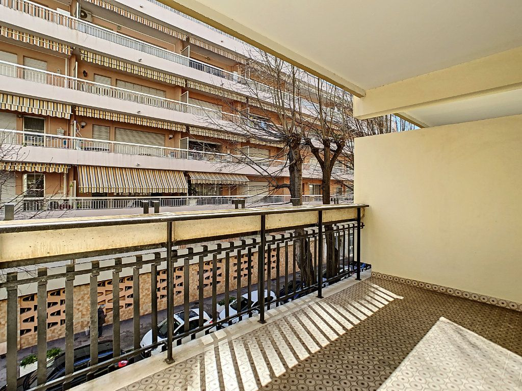Appartement à vendre 3 73m2 à Juan-les-Pins - Antibes vignette-2