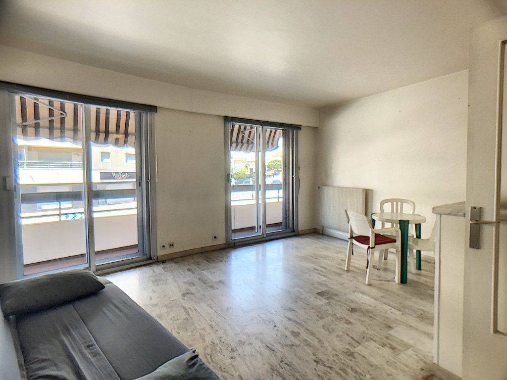Appartement à vendre 2 45.96m2 à Antibes vignette-1
