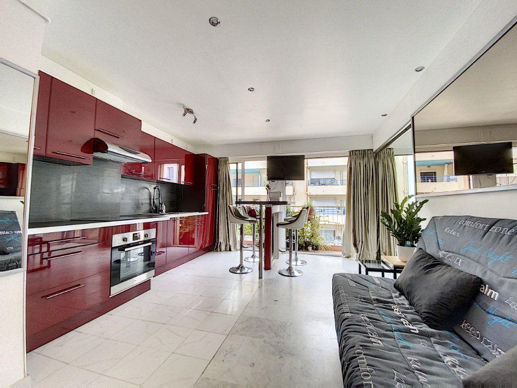 Appartement à louer 2 35.17m2 à Juan-les-Pins - Antibes vignette-2