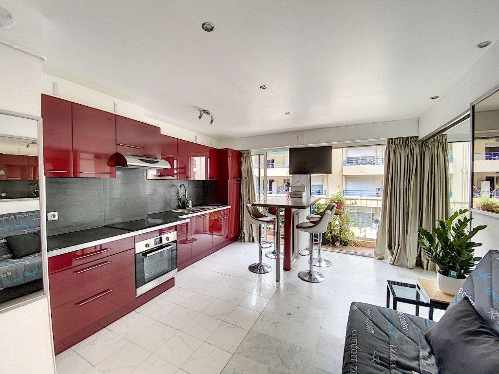 Appartement à louer 2 35.17m2 à Juan-les-Pins - Antibes vignette-3