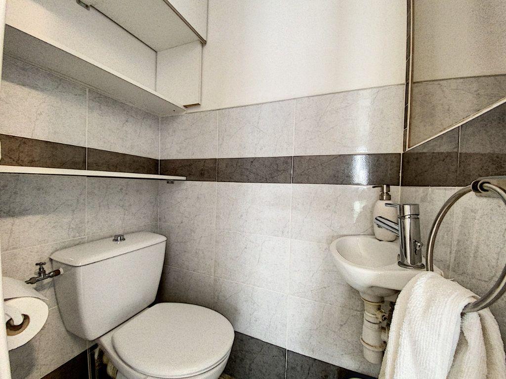 Appartement à louer 2 35.17m2 à Juan-les-Pins - Antibes vignette-9