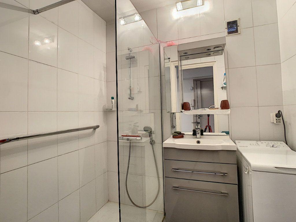 Appartement à vendre 2 41.5m2 à Juan-les-Pins - Antibes vignette-6
