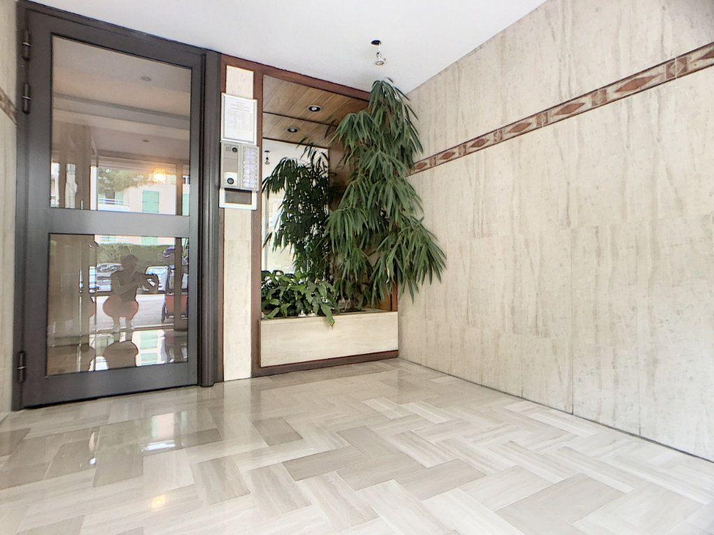 Appartement à vendre 2 45m2 à Antibes vignette-5