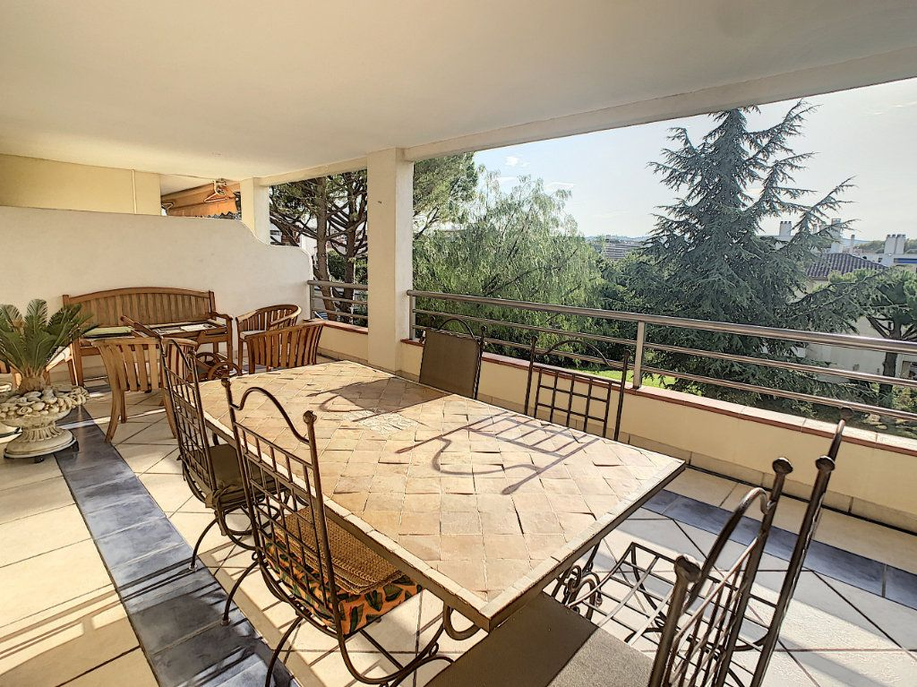 Appartement à vendre 3 70m2 à Antibes vignette-2