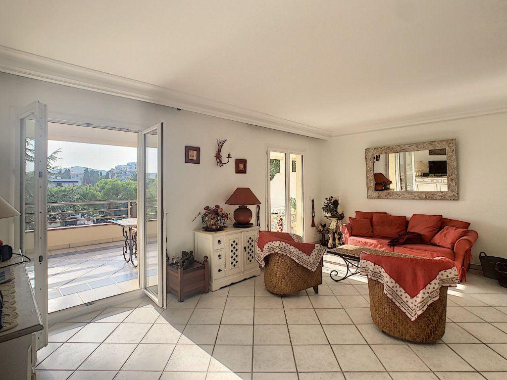 Appartement à vendre 3 70m2 à Antibes vignette-3