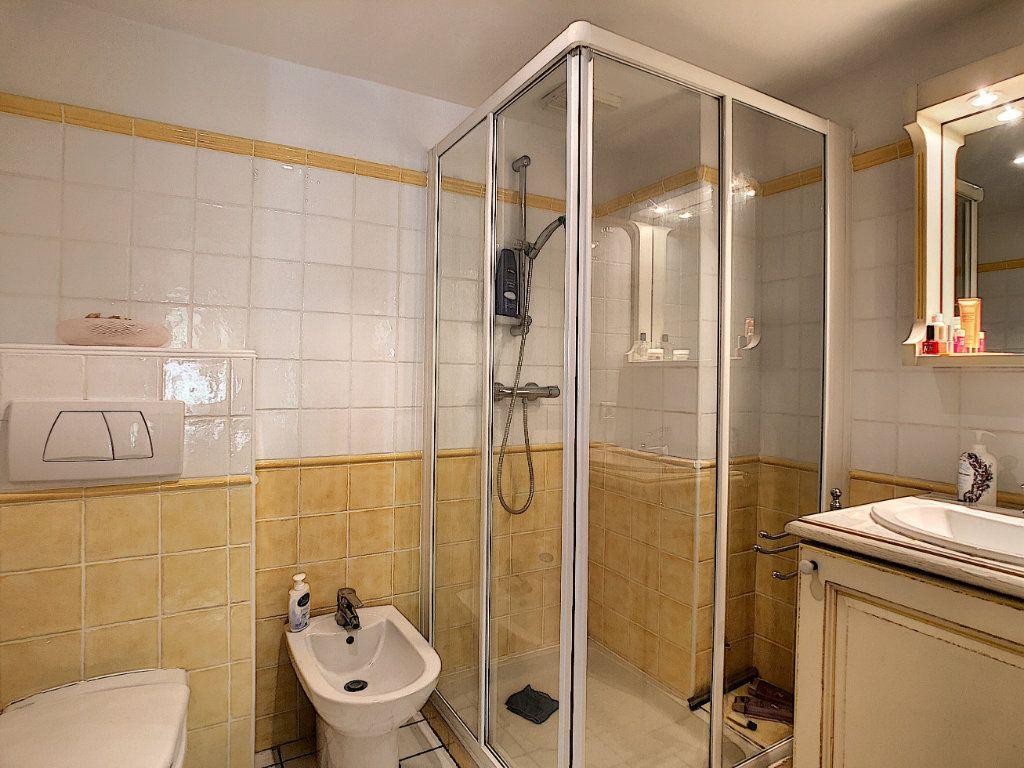 Appartement à vendre 3 70m2 à Antibes vignette-6