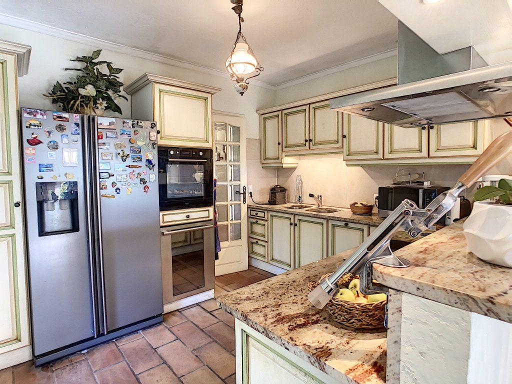 Maison à vendre 6 240m2 à Antibes vignette-8