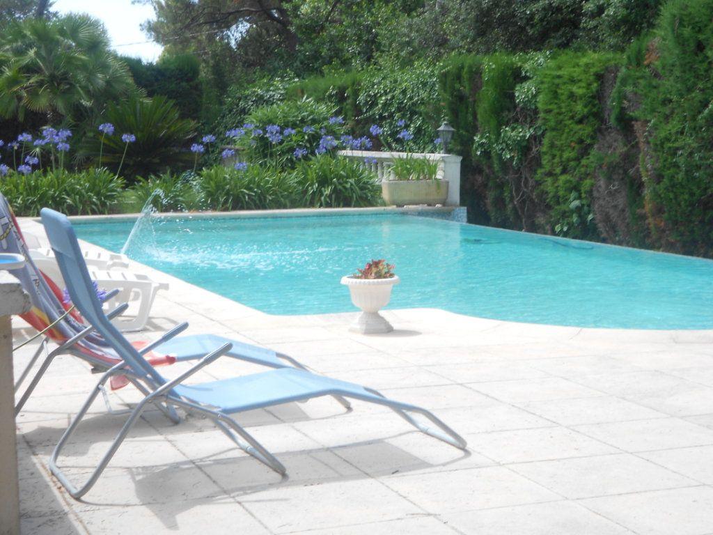 Maison à vendre 6 240m2 à Antibes vignette-11
