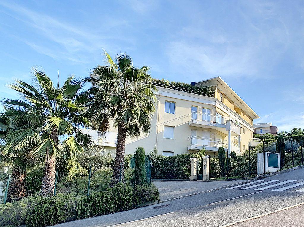 Appartement à vendre 3 68.65m2 à Antibes vignette-2