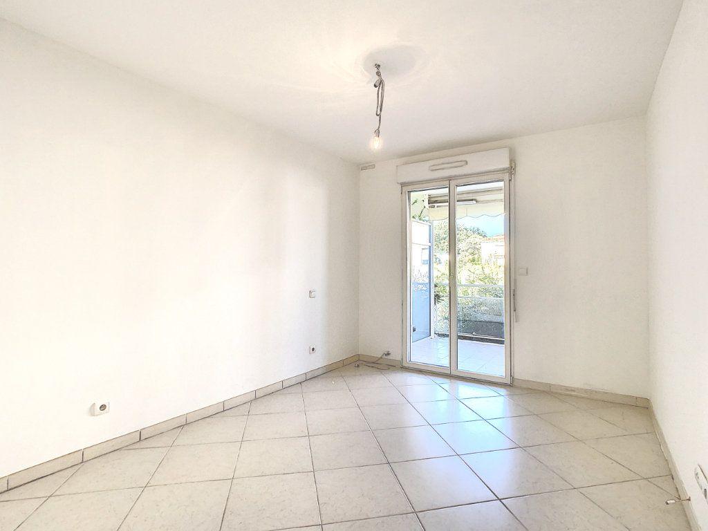 Appartement à vendre 3 68.65m2 à Antibes vignette-6
