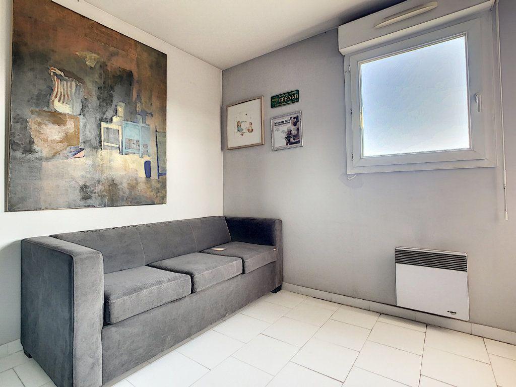 Appartement à vendre 3 66.28m2 à Antibes vignette-10