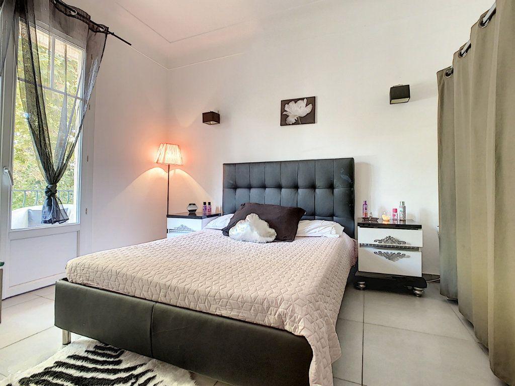 Appartement à vendre 4 93.73m2 à Cannes vignette-3
