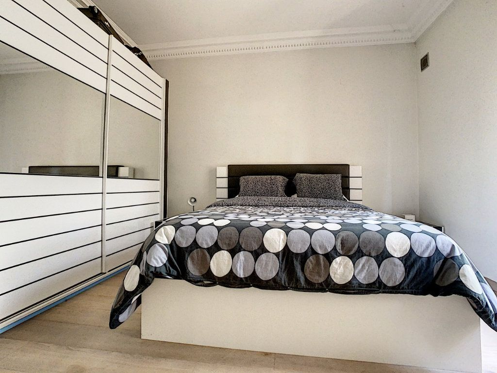 Appartement à vendre 4 93.73m2 à Cannes vignette-8
