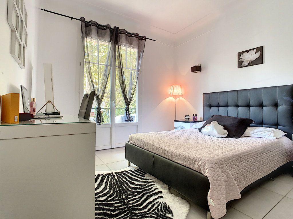 Appartement à vendre 4 93.73m2 à Cannes vignette-9