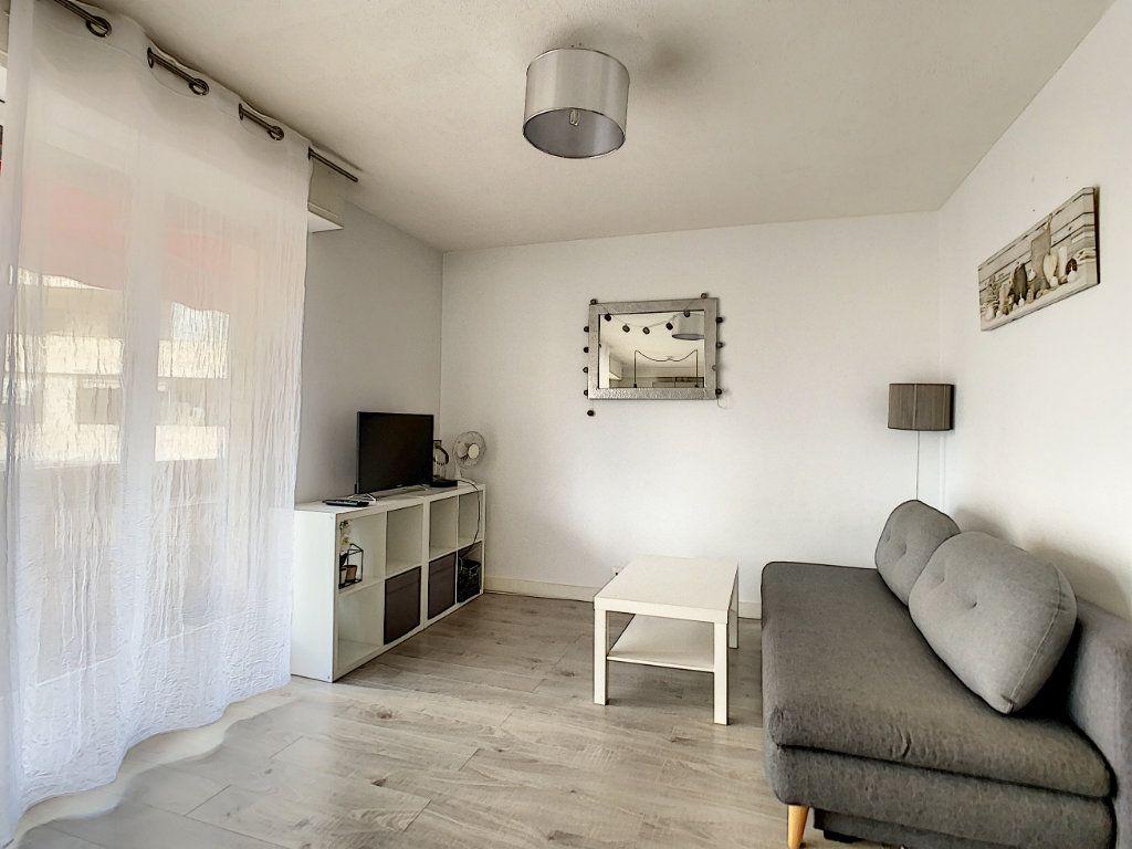 Appartement à louer 1 25m2 à Juan-les-Pins - Antibes vignette-1