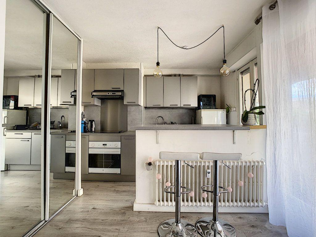 Appartement à louer 1 25m2 à Juan-les-Pins - Antibes vignette-3