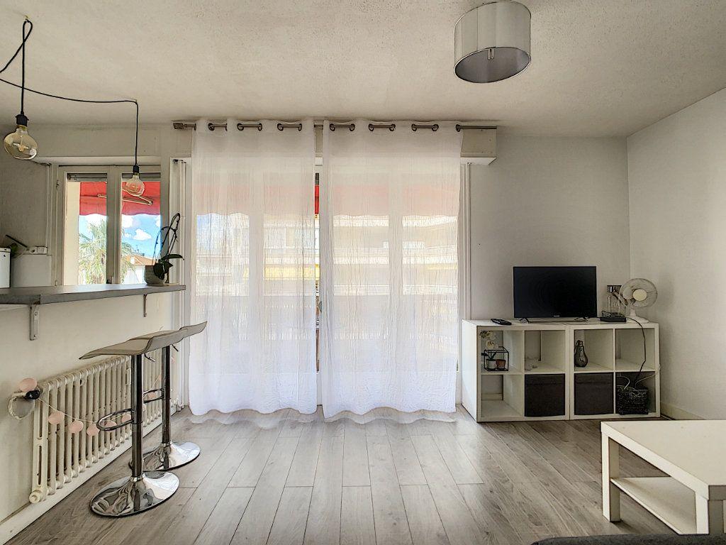 Appartement à louer 1 25m2 à Juan-les-Pins - Antibes vignette-4