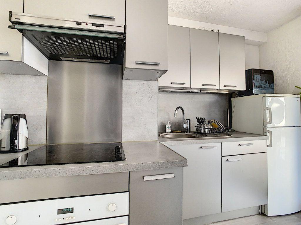 Appartement à louer 1 25m2 à Juan-les-Pins - Antibes vignette-5