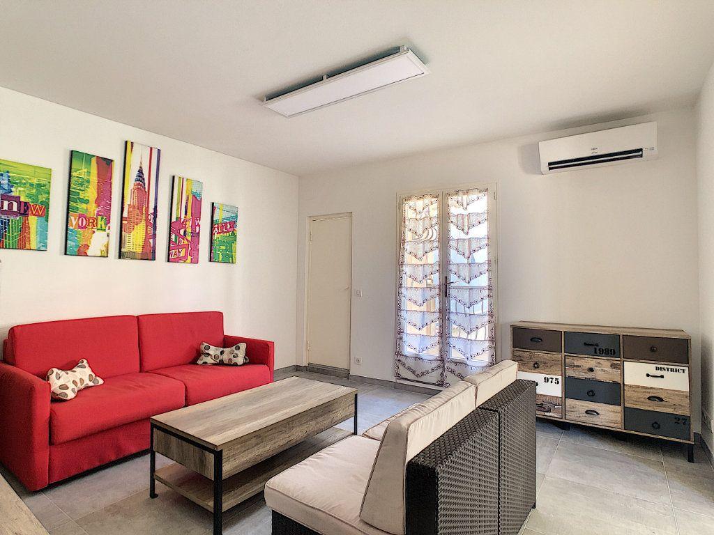 Appartement à louer 2 50m2 à Juan-les-Pins - Antibes vignette-1