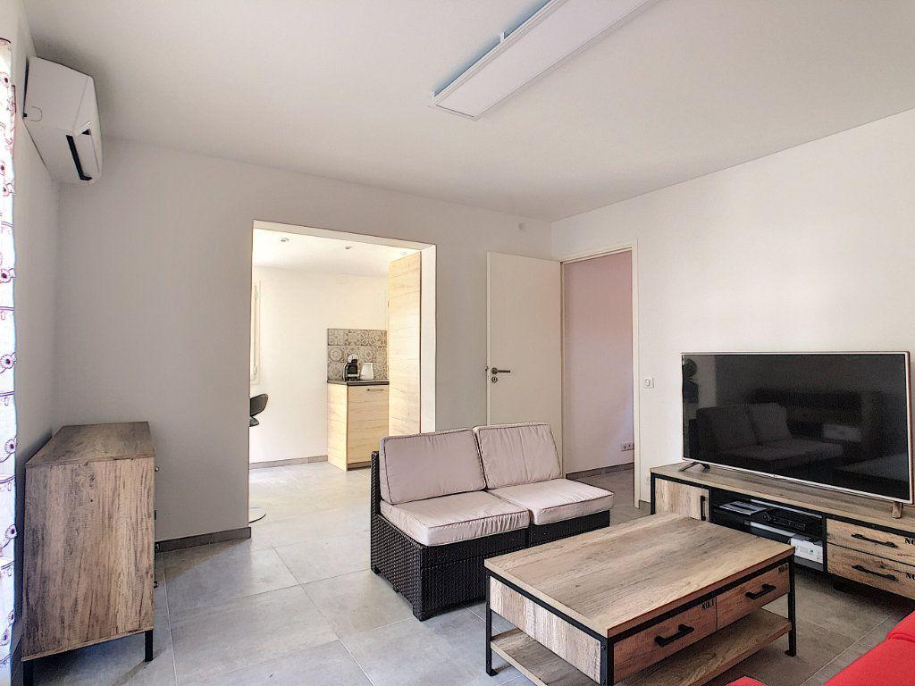 Appartement à louer 2 50m2 à Juan-les-Pins - Antibes vignette-3