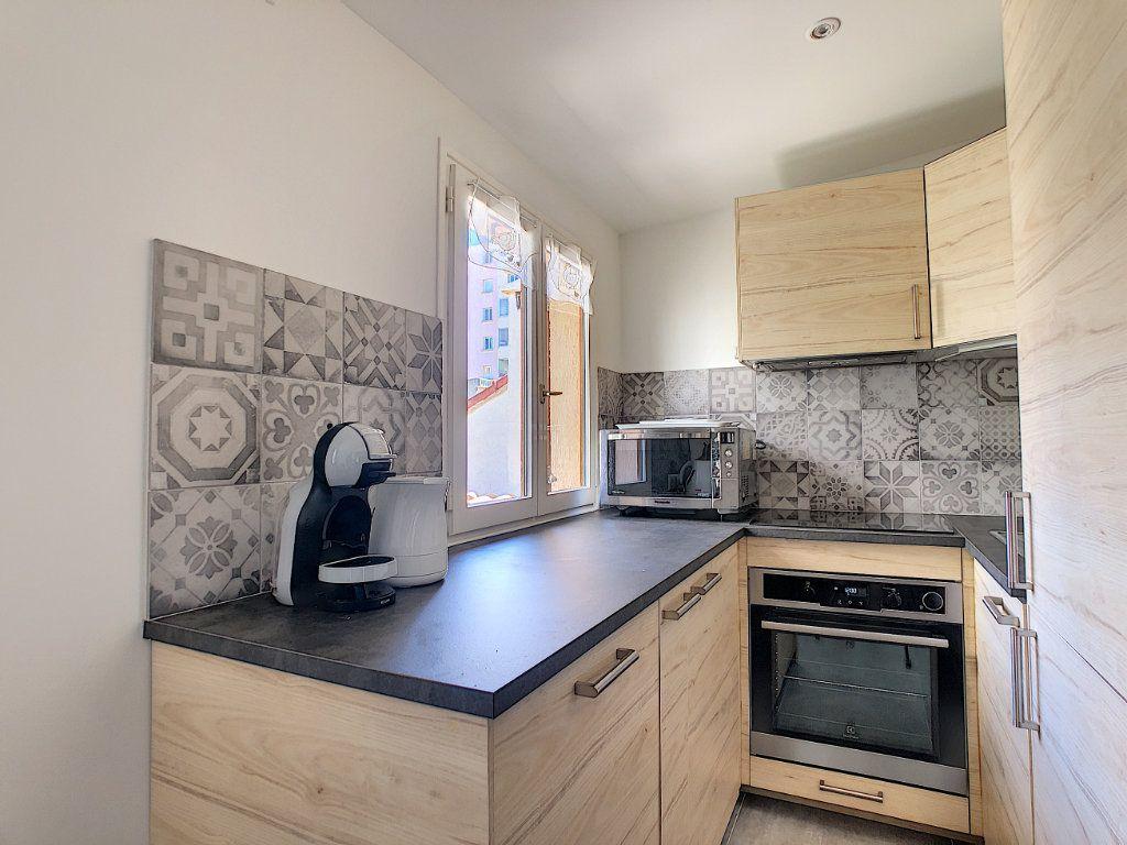 Appartement à louer 2 50m2 à Juan-les-Pins - Antibes vignette-4