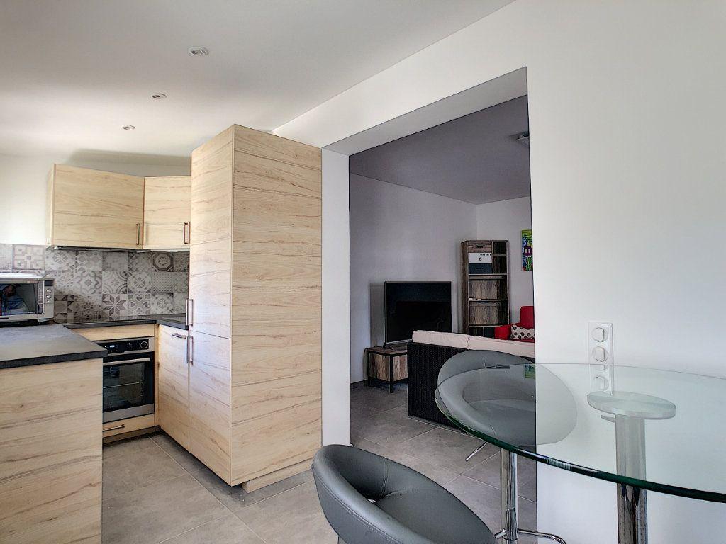 Appartement à louer 2 50m2 à Juan-les-Pins - Antibes vignette-5