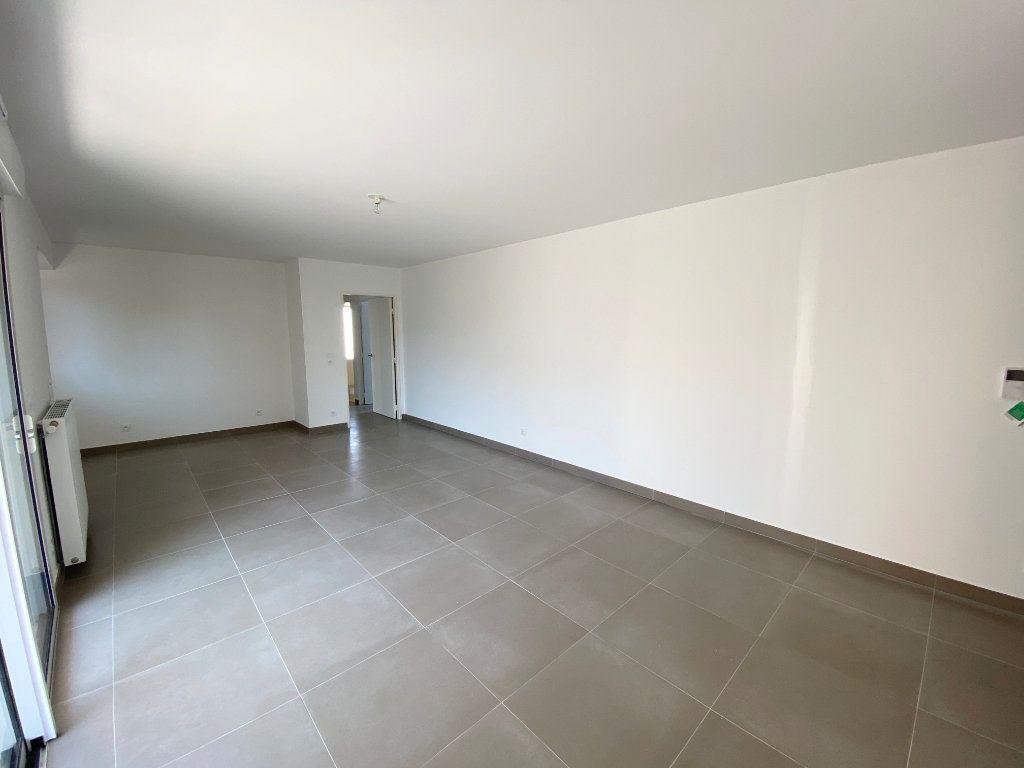 Appartement à vendre 3 67.7m2 à Juan-les-Pins - Antibes vignette-4