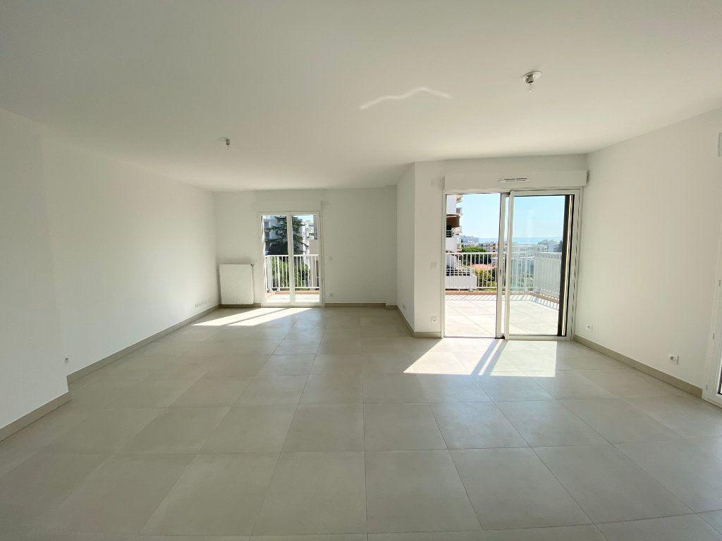 Appartement à vendre 4 108m2 à Juan-les-Pins - Antibes vignette-1