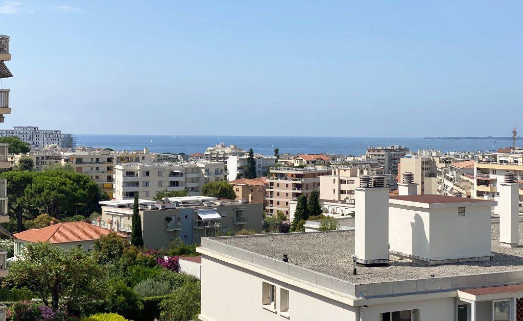 Appartement à vendre 4 108m2 à Juan-les-Pins - Antibes vignette-2