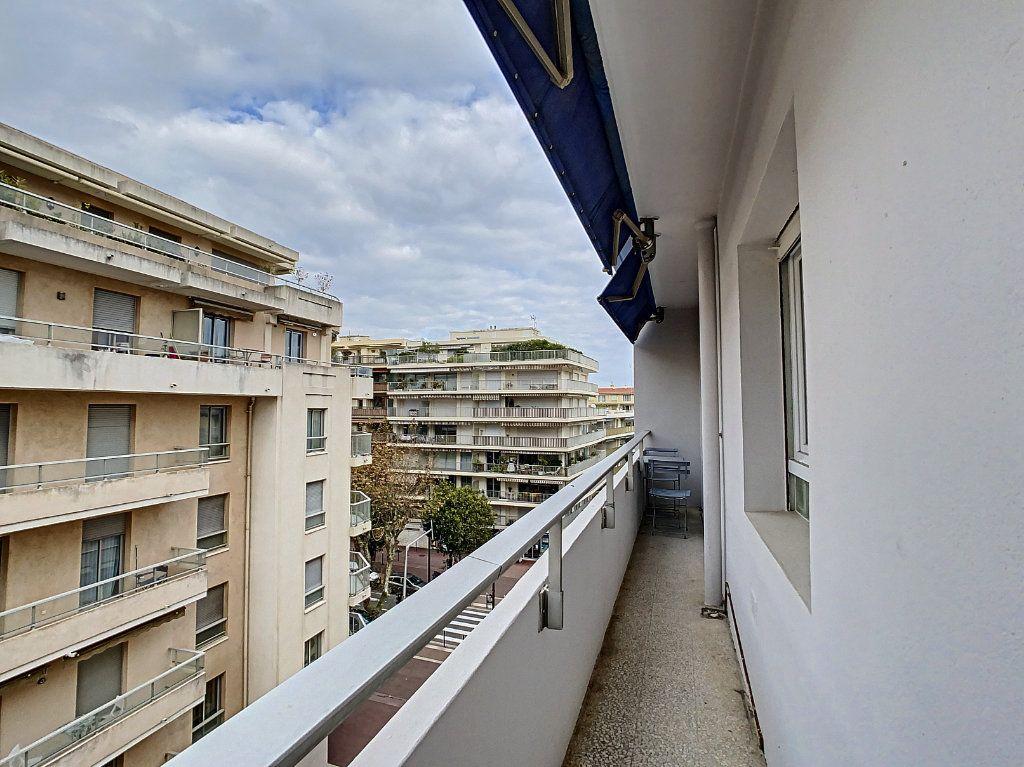 Appartement à vendre 3 57m2 à Antibes vignette-1