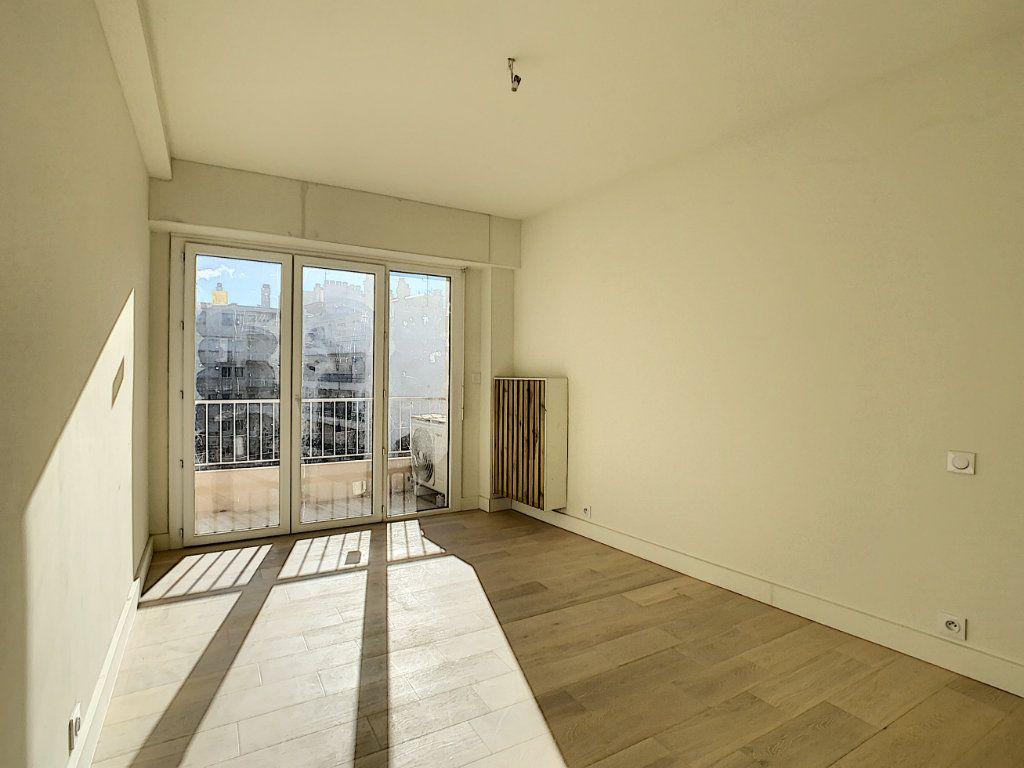 Appartement à vendre 3 57m2 à Antibes vignette-4