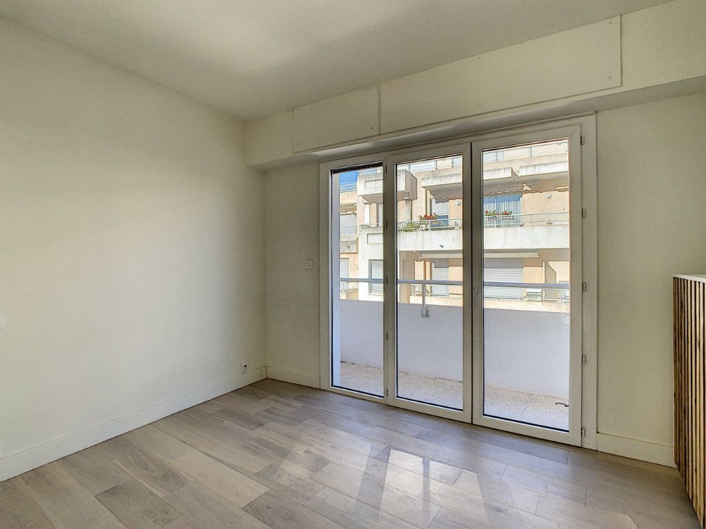 Appartement à vendre 3 57m2 à Antibes vignette-6