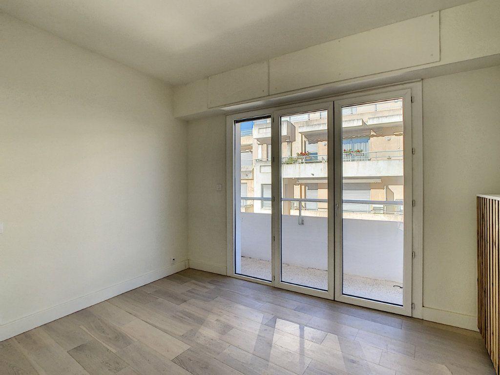 Appartement à vendre 4 80m2 à Antibes vignette-9