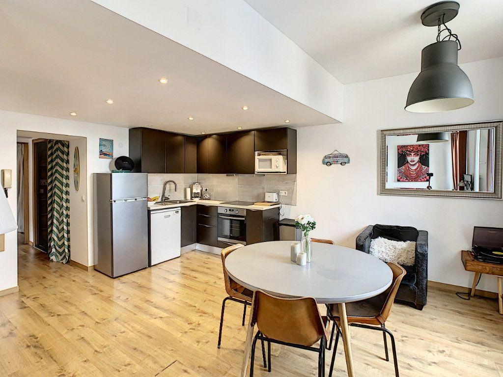 Appartement à vendre 3 55.16m2 à Antibes vignette-1