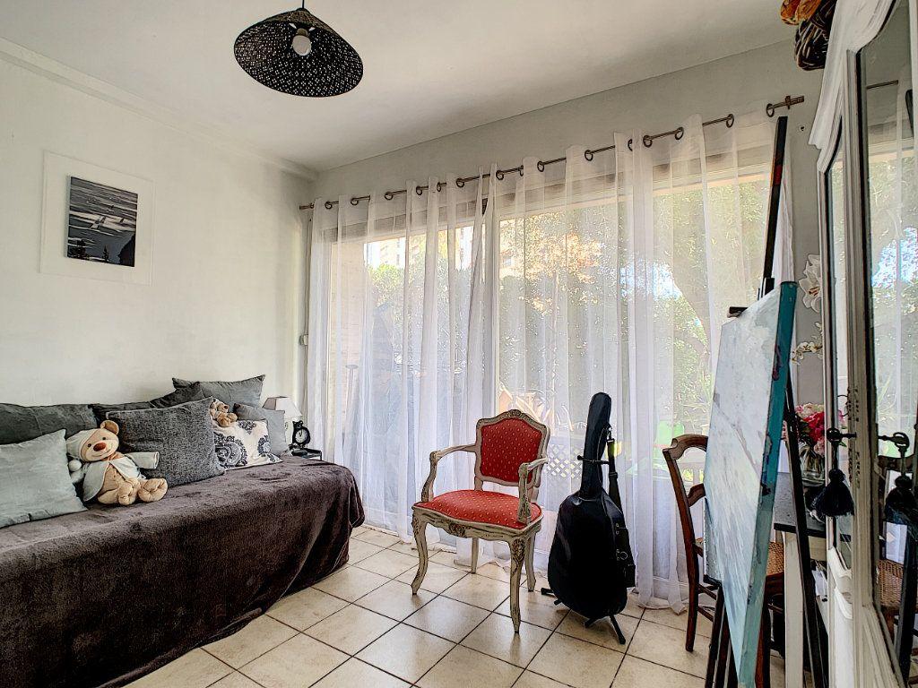 Appartement à vendre 4 92m2 à Antibes vignette-8