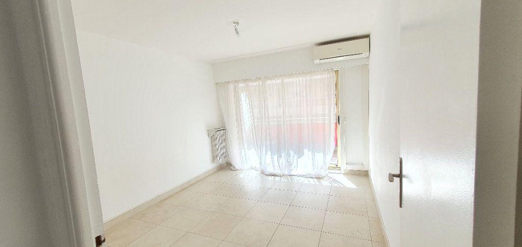 Appartement à vendre 4 91.34m2 à Antibes vignette-7