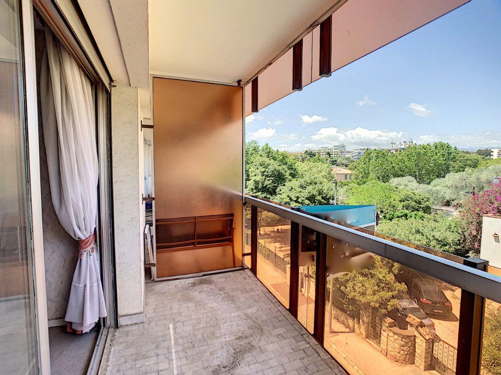 Appartement à vendre 3 76m2 à Juan-les-Pins - Antibes vignette-8