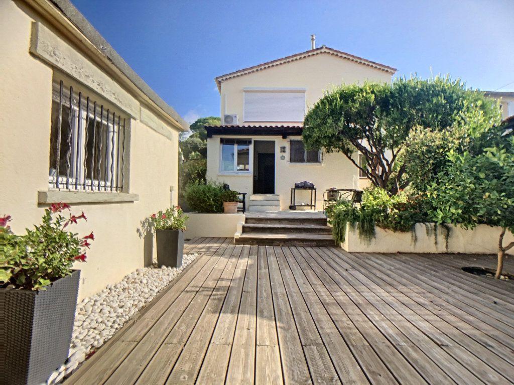 Maison à vendre 7 165m2 à Antibes vignette-1