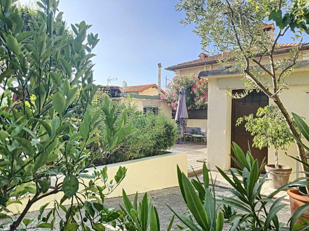 Maison à vendre 7 165m2 à Antibes vignette-2