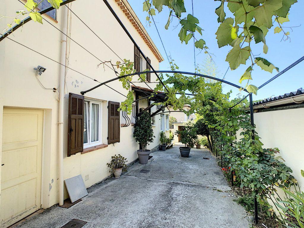 Maison à vendre 7 165m2 à Antibes vignette-3