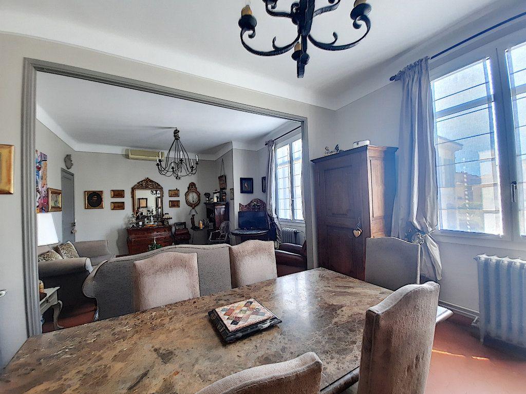 Appartement à vendre 4 117.08m2 à Cannes vignette-3