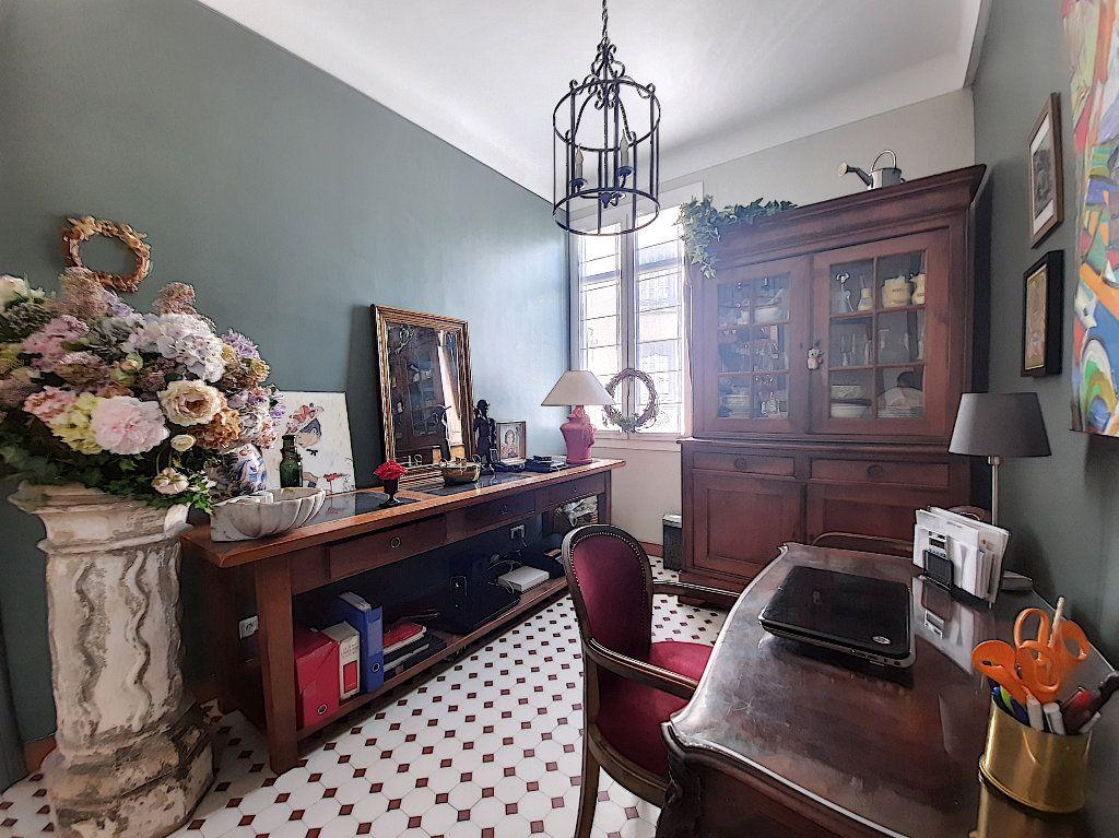 Appartement à vendre 4 117.08m2 à Cannes vignette-4