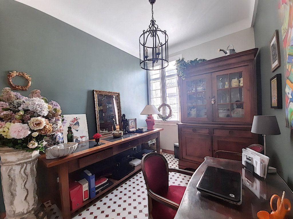 Appartement à vendre 4 117.08m2 à Cannes vignette-5
