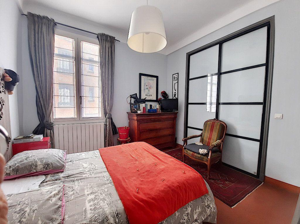 Appartement à vendre 4 117.08m2 à Cannes vignette-8