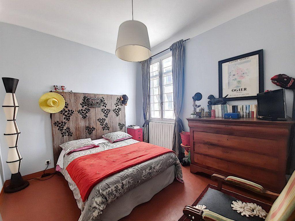 Appartement à vendre 4 117.08m2 à Cannes vignette-9