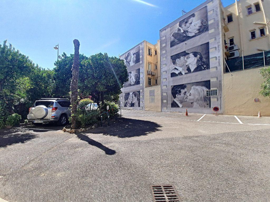 Appartement à vendre 4 117.08m2 à Cannes vignette-12